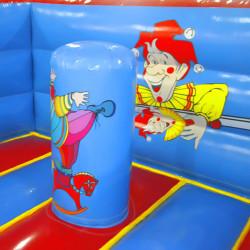 Obstacle gonflable avec clown illustré