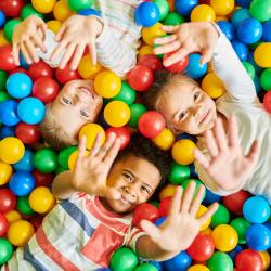 Achat grande piscine à balles : des heures de jeux entre amis !
