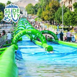 Slide The City : l'événement incontournable outre-Atlantique. Slide City 120m Géant, Piste de Glisse Aquatique Gonflable Géante